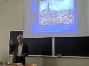Mgr inż. arch. Bogdan Wyporek przedstawił powojenne zniszczenia Warszawy