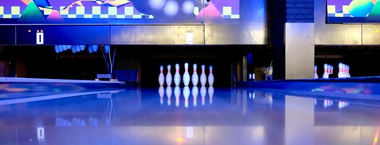 bowling-bowling-pins-business-illuminated-344029